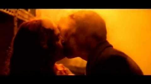 Titanic Deleted Scene- Jack and Rose Kiss