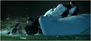 Lightoller rescapé sur le canot B