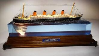 TITANIC hitting the ICEBERG DIORAMA LAMP - Epoxy resin art