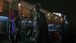 Titans 1x05 The Team