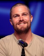 Stephen Amell 2014 Phoenix Comicon 1 (cropped)