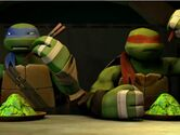 Leo and Raph eating Worms and Alge