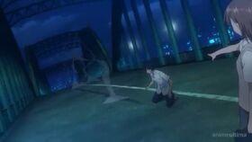 Mikoto muestra su railgun