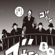 Furuta liderando un grupo de agentes de V