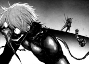 Kaneki chops off Amon's arm 1
