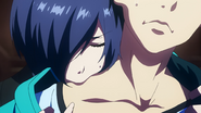 Touka bitting flesh from Kaneki