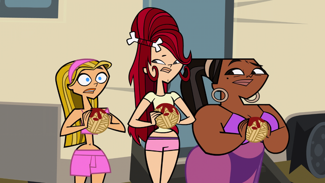 File:Girls with spaghetti.png