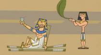 S03E01 Egipski Chris i Stażysta