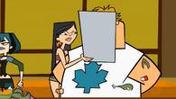 S01E21 Heather rzuca tacę na twarz Owena