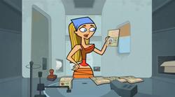 Lindsay trzymająca swój paszport