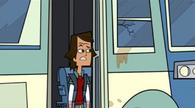 S03E01 Noah wychodzi z autobusu