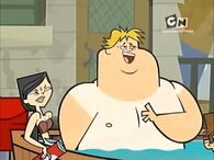 S01E06 Heather i Owen w basenie