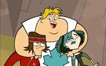 Owen przytula Gwen i Tylera