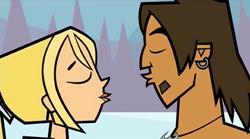 Alejandro i Bridgette prawie się całują