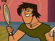Justin przygląda się w lustrze w podsumowaniu