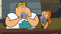 S02E09 Izzy i Owen grają w karty
