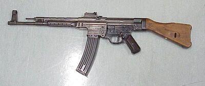 800px-Sturmgewehr 44