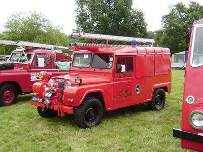 Austin Gypsy AOM 53B works fire engine at Shugborough 08 - P6220145