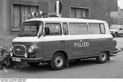 Bundesarchiv B 145 Bild-F089036-0034, Köthen, Polizeitransporter Barkas