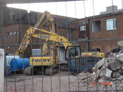 Demolition excavators on site (3) - DSC01078