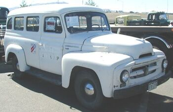 International 1953 R-110 Travelall