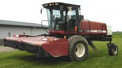 New Idea 5850 swather - 2001