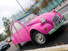 Deux-chevaux-rose-pink-2CV-citroen