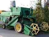 John Deere 330 combine