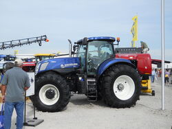 NH T7.270 MFWD (metallic blue) - 2011