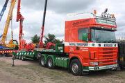Scania 164G Nooteboom machinery Fassi crane at Welland 2010 - IMG 8324