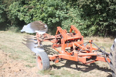 Doe 4Furrow reversible plough Doe toolcarier - IMG 1940