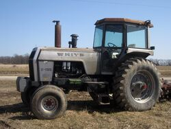 White Field Boss 2-135 tractor, side view