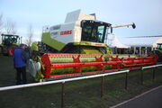 Claas Lexion 580 and header - IMG 4716