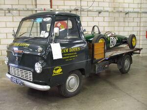 Thames 400E mit Lotus Rennwagen 2