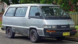 1987-1990 Toyota Tarago (YR22RG) RV van (2010-12-28) 01
