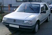 Peugeot 309 front