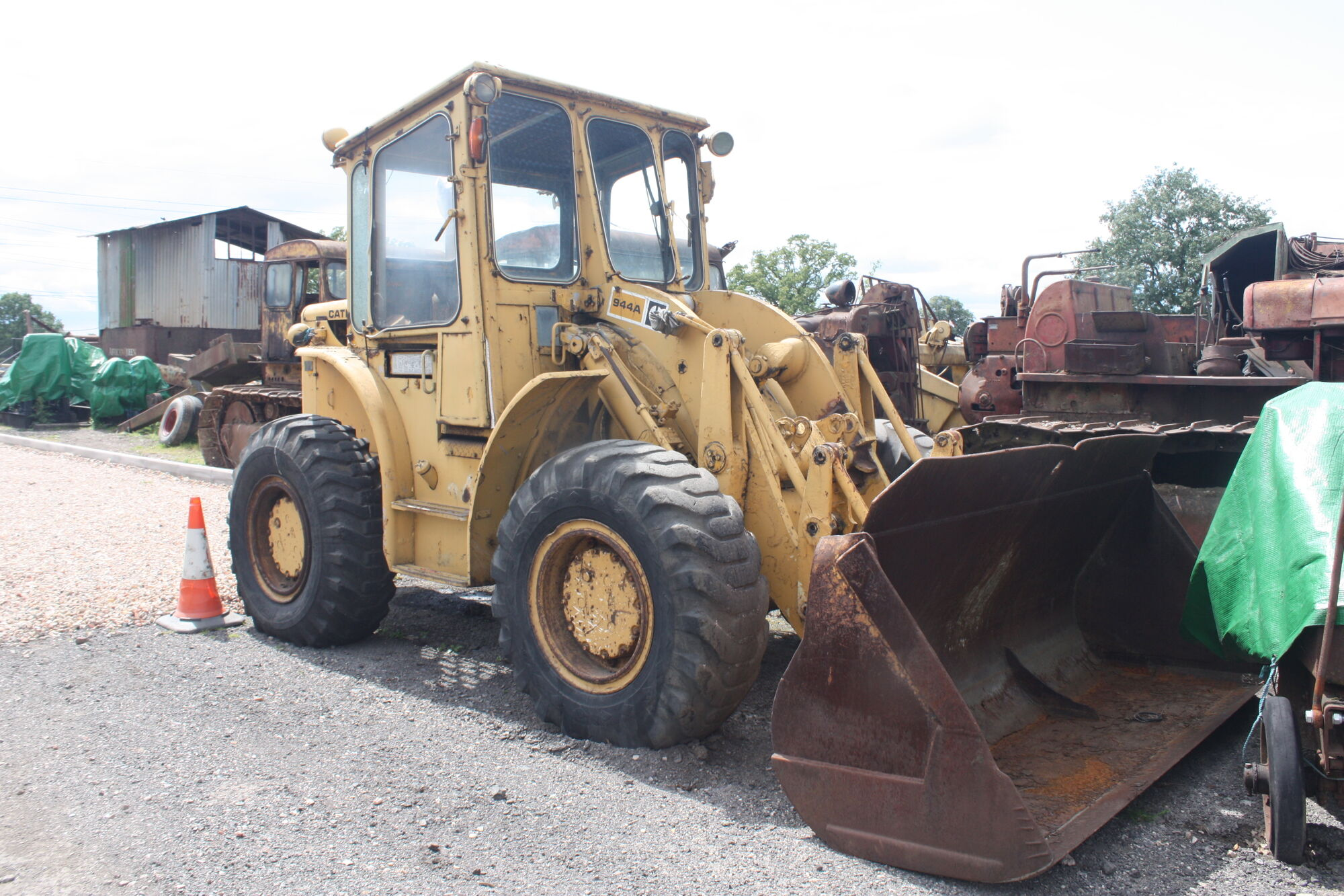 Caterpillar 944A   Tractor & Construction Plant Wiki