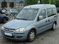 Opel Combo C Tour 1.7 DTI front 20100808
