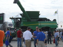 JD S690 combine - 2011