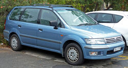 2001-2002 Mitsubishi Nimbus (UG) GLX van 01