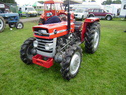 MF 135 with rare 4-WD conversion-Driffield-P8100532