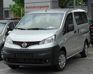 Nissan NV200 front 20100612