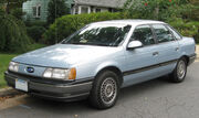 1991 Ford Taurus GL sedan -- 09-07-2009