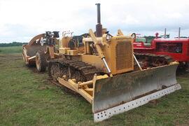 Cat D6C sn 46J1260 bulldozer and scraper at EM wd 2011 - IMG 0486