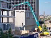 Long reach excavator in Rosslyn (full)