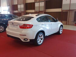 BMW X6 from behind 02042011768