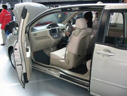 2003 Toyota Raum 02