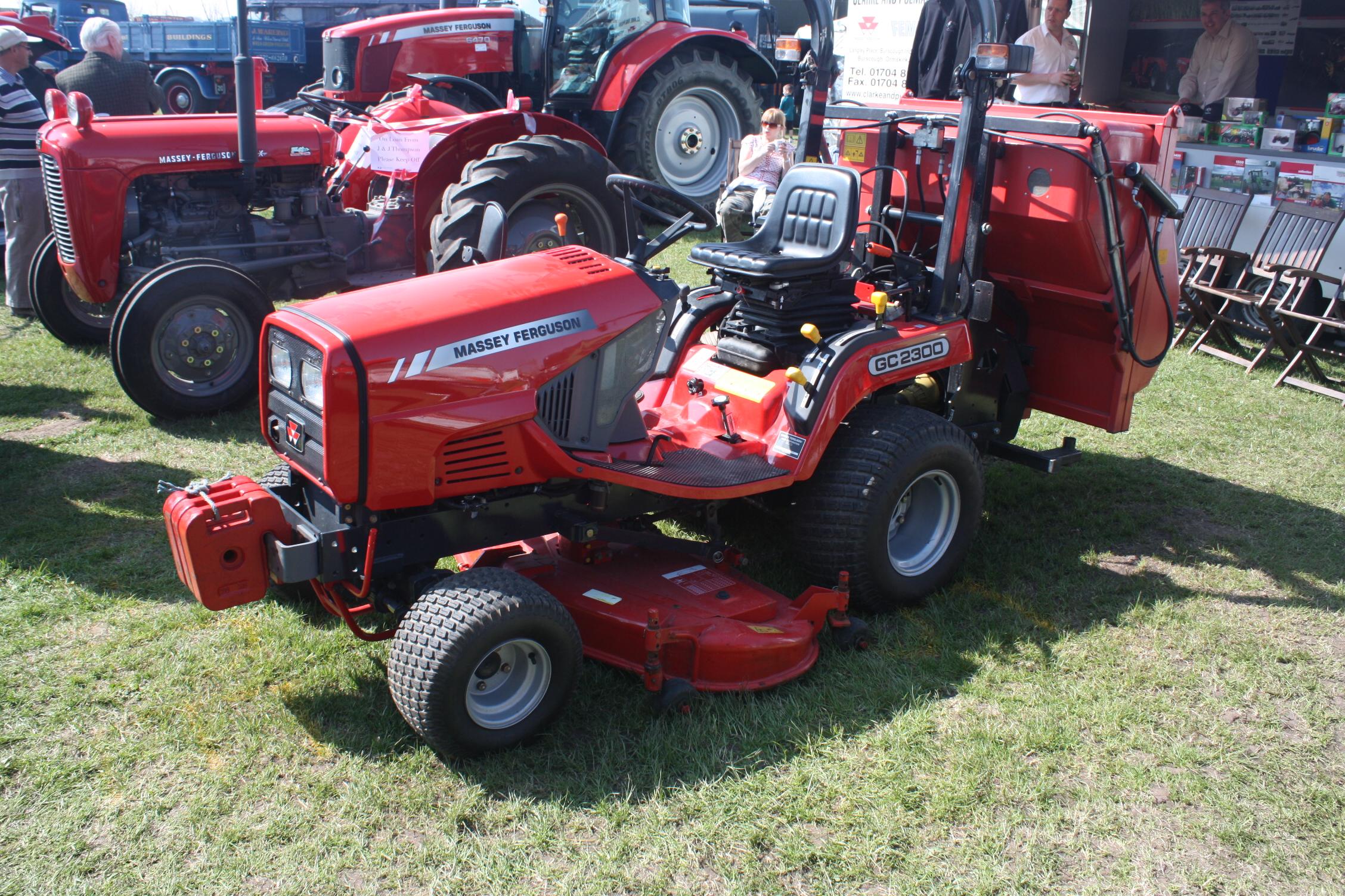 Massey Ferguson GC2300 Mower At Riverside 09   IMG 7486