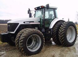White 8810 MFWD - 1998