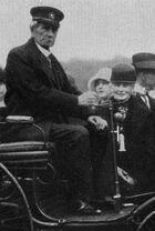 Patentmotorwagen mit Karl und Bertha Benz